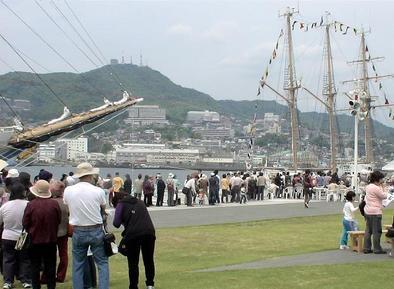 巨大パエリアに長蛇の列/長崎帆船まつり